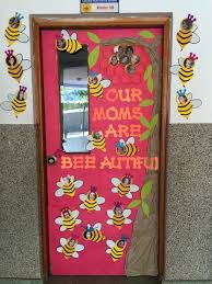 Thanksgiving Classroom Door Decorations Pinterest by Mothers Day Classroom Door Our Moms Are Bee Autiful Bee Decoration