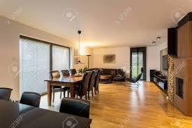 horizontale ansicht der geräumigen designer wohnzimmer innenraum