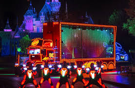 Paint the Night — New Disneyland parade features more than 1 5