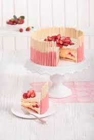erdbeertorte mit weißer schokolade strawberry cake with