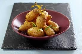 cuisiner des pommes de terre ratte recette de pommes de terre rattes confites à l estragon facile et rapide