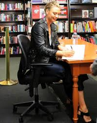 Sharapova Signing Her Book at Barnes & Noble in NYC 09 12 2017