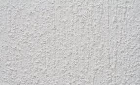 astuces pour nettoyer et réparer un mur crépi