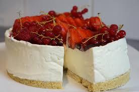 gateau d anniversaire herve cuisine recette du cheesecake facile sans cuisson vanille et fruits rouges