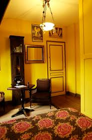 le mistere de la chambre jaune le mystère de la chambre jaune villa sans souci chambre d hôtes