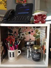 Cute Ways To Decorate Cubicle by Diy Cubicle Decor Tips And Tricks From An Hgtv And Diy Network