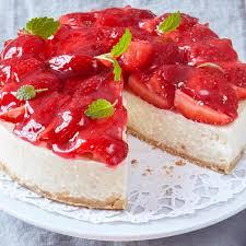 frischer sommertraum milchreis torte mit erdbeeren