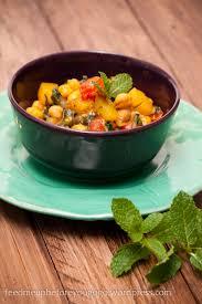 veganes kichererbsen sambal mit minze mango und couscous