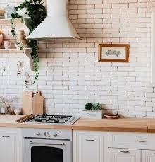 weiße küche kombinieren mit holzarbeitsplatte co