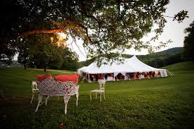 How To Throw The Perfect Picnic Wedding | Venuelust The Booking House Rustic Wedding Venues In Pa Bride John David Photography Photographer Austin Texas Leon Russell Dosey Doe Big Barn Woodlands Tx Review Best 25 Sky Barn Montgomery Ideas On Pinterest Breathtaking For Your Southern Living Uptown Jazz Showcases Jazz First Monday Series Courier Arts And Ertainment West Monitor Allstate Tour East 2017iowa Foundation House Interiors A