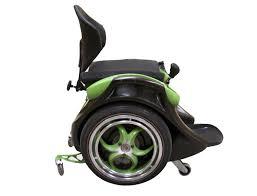 fauteuil tout terrain electrique cette chaise roulante permet aux personnes handicapées de se
