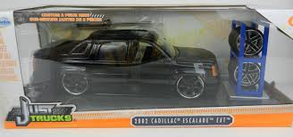 1:24 JADA TOYS *JUST TRUCKS W/EXTRA WHEELS* Black 2002 Cadillac ...