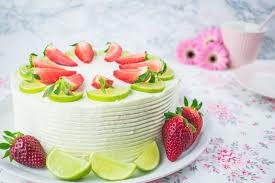 Hochzeitstorte Mit Erdbeeren Und Limetten Erdbeer Limetten Wickeltorte Mein Naschglück