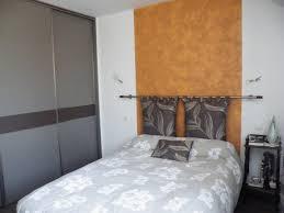 chambre avec tete de lit tete de lit planche de bois creation tete de lit dco naturelle de