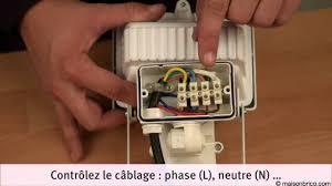 installation d un projecteur à détecteur de mouvement