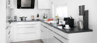 pflege hochglanz lack bei küchen schwörerhaus
