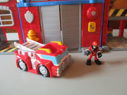 100 Rescue Bots Fire Truck PLAYSKOOL TRANSFORMERS Station Optimus Prime