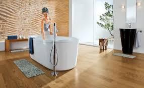 holz im badezimmer richtig verwenden und verbauen