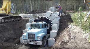 "Crazy ""zipper Truck"" Snaps LEGO-like Bricks Together To Build A ..."