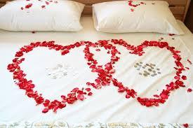 romantische überraschung hochzeitsstreiche hochzeitsnacht