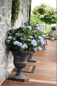 FLOWERING URNS IN DECOR FOR SPRING