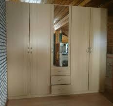 kleider schlafzimmerschrank b 2 5m h 2 25m t 0 60m eur