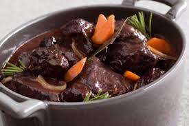 cuisiner joue de porc recette de daube de joue de bœuf aux pruneaux