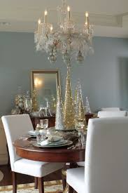 Beautiful Centerpieces For Dining Room Table by Best 25 Christmas Chandelier Ideas On Pinterest Christmas