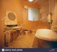 antikes badezimmer stockfotos und bilder kaufen alamy