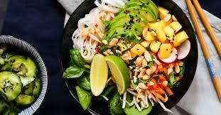 zubereitungsvideo sommerrollen bowl mit asiatischem gurkensalat