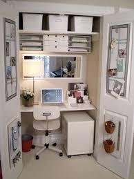 bureau dans un placard 9 idées pour réorganiser espace en customisant placard