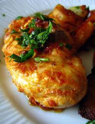 cuisiner les filets de poulet dans la cuisine de filets de poulet marinés au paprika et
