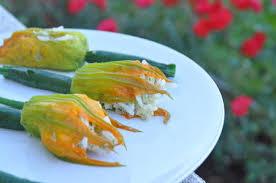 cuisiner fleur de courgette fleurs de courgettes farcies au riz mozzarella et saumon