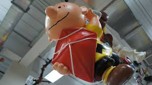 Charlie Brown Christmas Tree Amazon by Unlucky Charlie Brown Balloon Will Fly High This Thanksgiving