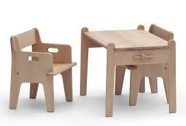 bureau et chaise pour bébé design à la maison