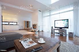 geräumiges und helles wohnzimmer mit fernseher stockfoto und mehr bilder 2015