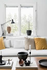 deko auf dem couchtisch vorm sofa mit bild kaufen