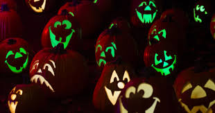 Maniac Pumpkin Carvers Facebook by Dollywood Lights Up With New Fall Pumpkin Themed Experience