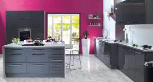 cuisine framboise étourdissant mur couleur framboise et decoration cuisine avec mur