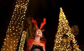Layla Lopez Sits Atop The Shoulders Of Her Father Daniel As She Watches Tree Lighting Ceremony At Fashion Island In Newport Beach On Friday