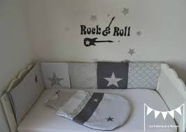 deco chambre bebe fille gris gigoteuse turbulette tour de lit gris foncé blanc gris clair