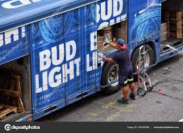 100 Bud Light Truck Beer Delivery Truck Stock Editorial Photo _fla 180160388
