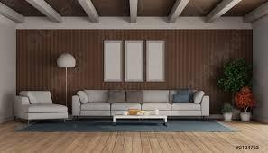 foto auf lager wohnzimmer mit modernem sofa und chaiselongue auf holzvertäfelung