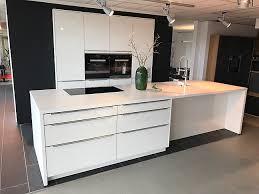 sonstige musterküche designglas küche weiß hochglanz mit