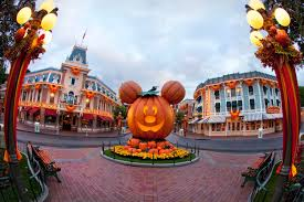Halloween Theme Parks California by Guide To Halloween Time At Disneyland Cbs Los Angeles