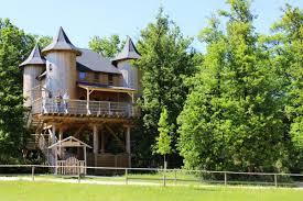 chambre d hote cl騅acances château dans les arbres à défiplanet 1er d insolites