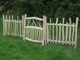 Decorative Garden Fence Panels Gates by Best 25 Rustic Fence Ideas On Pinterest Rustic Fencing And