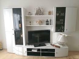 wohnwand wohnzimmer schrank led beleuchtung weiß lack schwarz