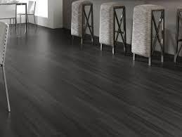 laminat fussboden grau schwarz barhocker küche legnopan
