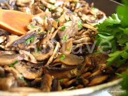 cuisiner cepes frais poêlée de chignons persillés la recette gustave